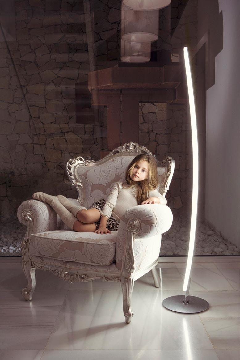 Lámpara de pie HEMISFERIC aluminio ambiente