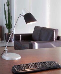 Lámpara flexo negra LEO ambiente
