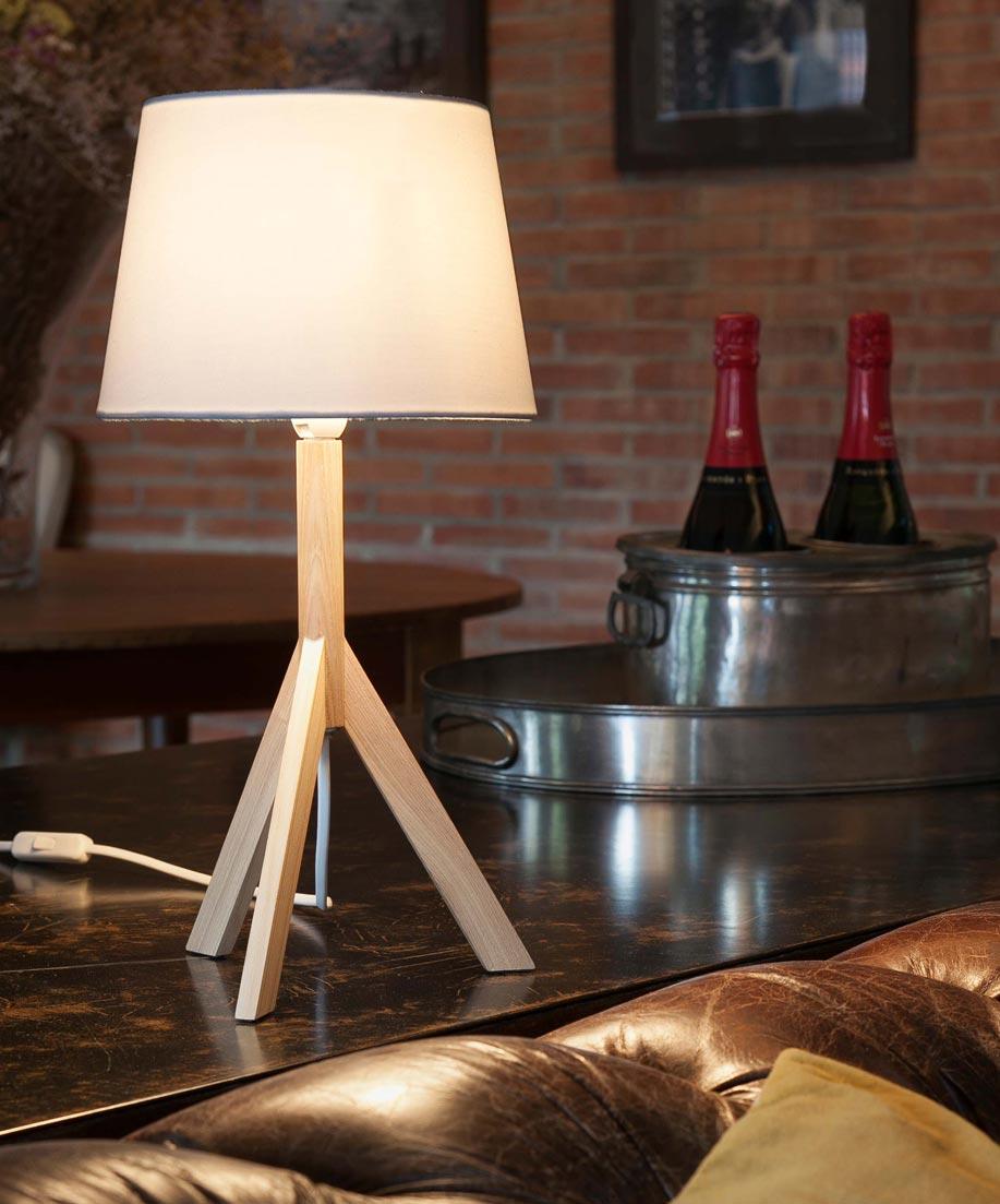 Lámpara de mesa HAT blanca ambiente