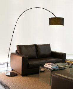 Lámpara de pie negra PAPUA ambiente