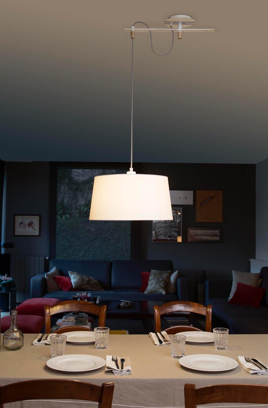 Lámpara de techo FUSTA blanca ambiente 2