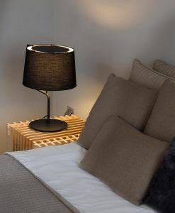 Lámpara sobremesa negra BERNI ambiente