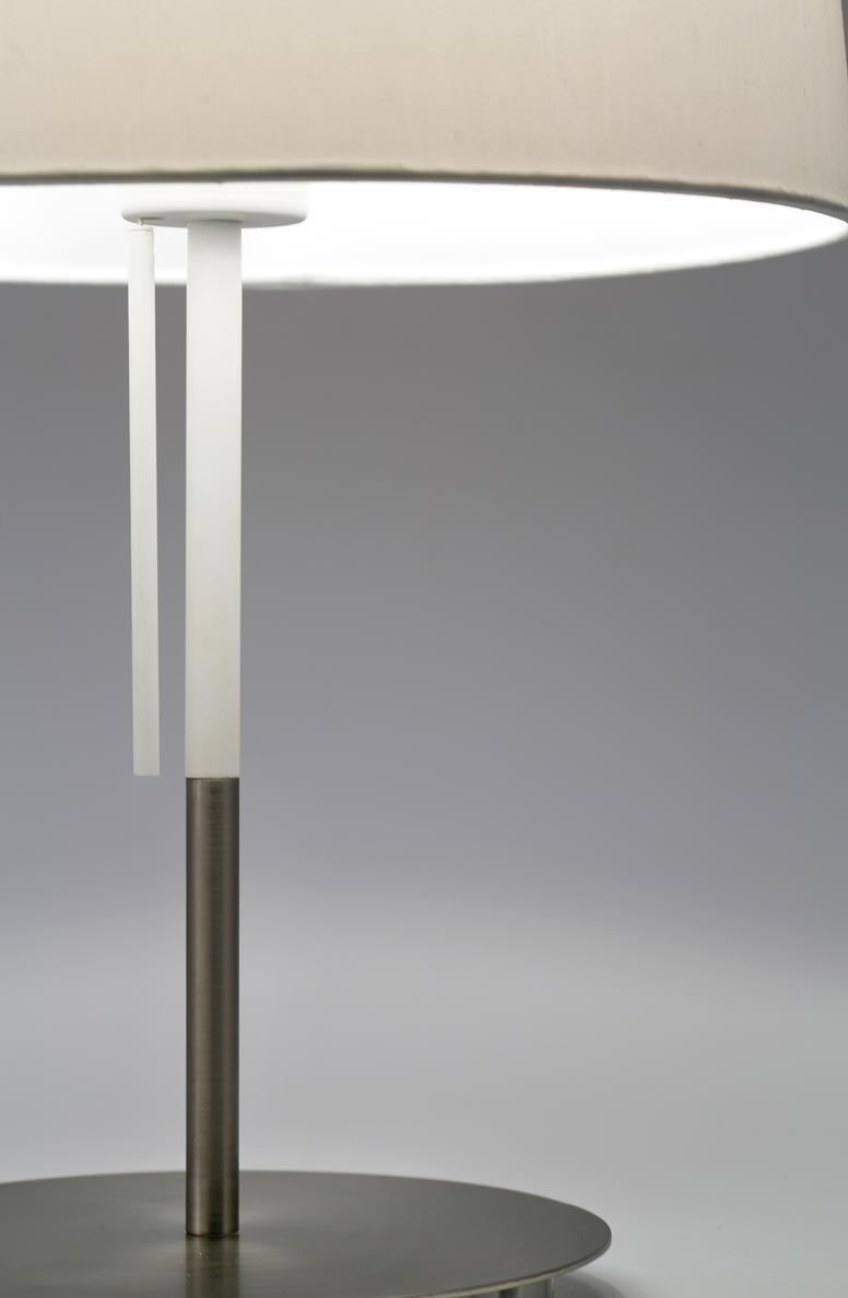 Lámpara de mesa blanca VOLTA detalle 2