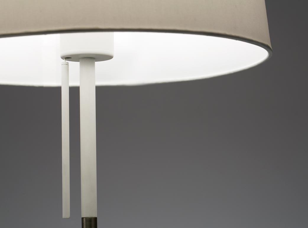 Lámpara de mesa blanca VOLTA detalle