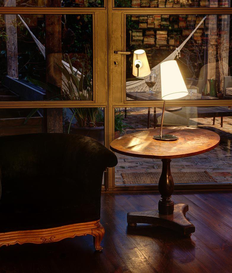Lámpara de mesa LUPE cromo ambiente