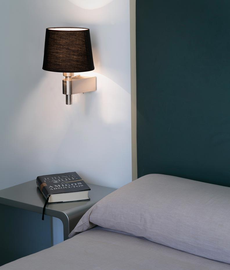Lámpara aplique negro ROOM ambiente
