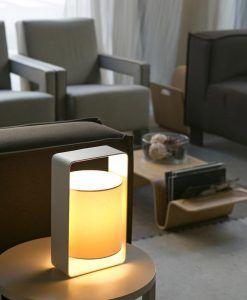 Lámpara de mesa blanca pequeña LULA ambiente 2