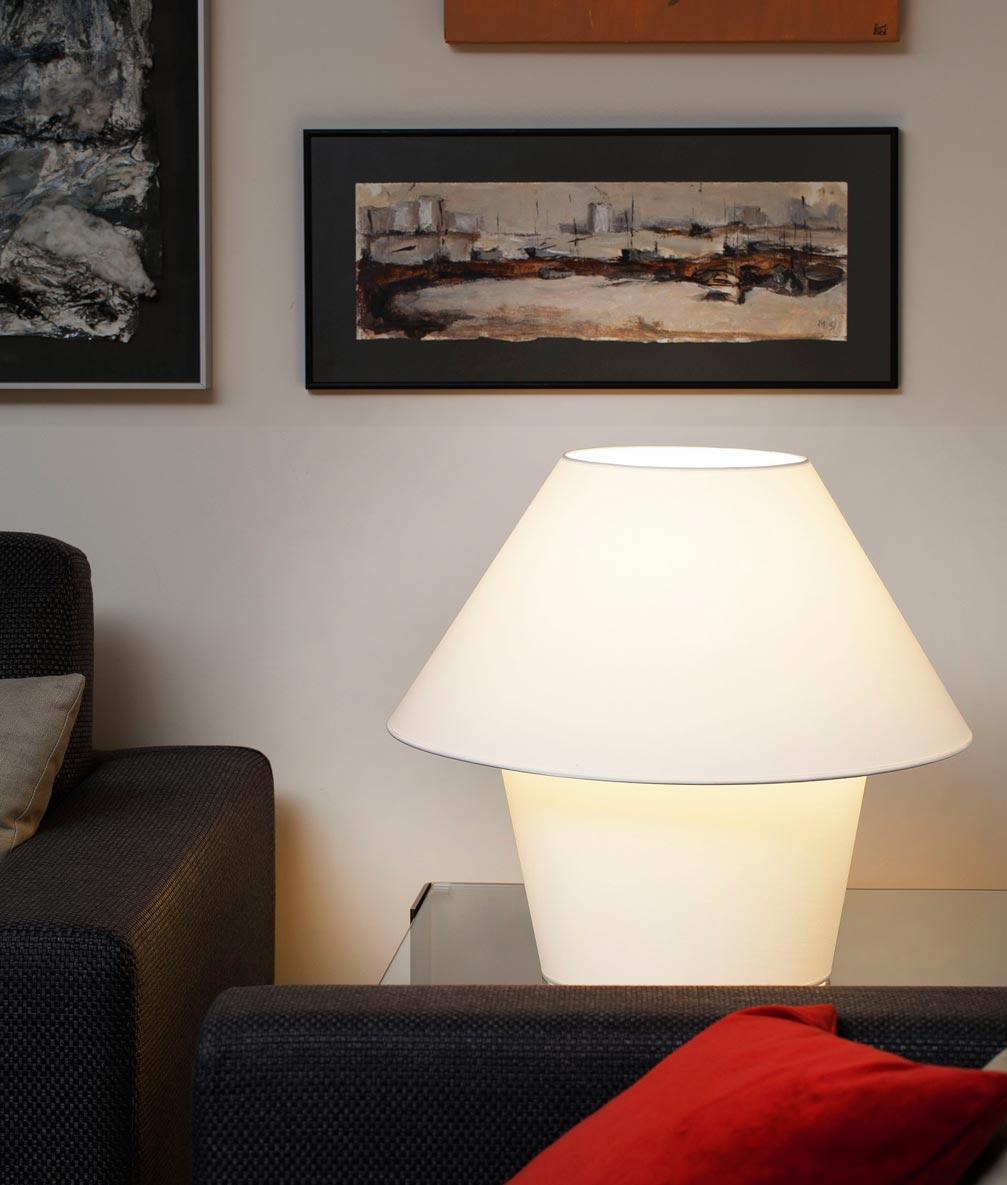 Lámpara de mesa grande VERSUS blanca ambiente 2