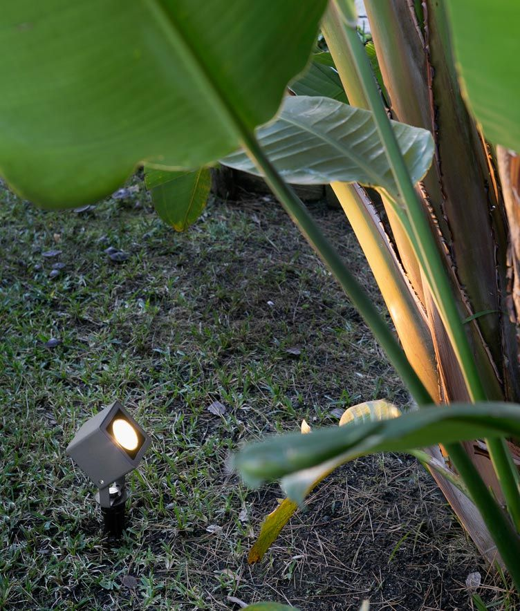 Estaca negra LED SOBEK ambiente