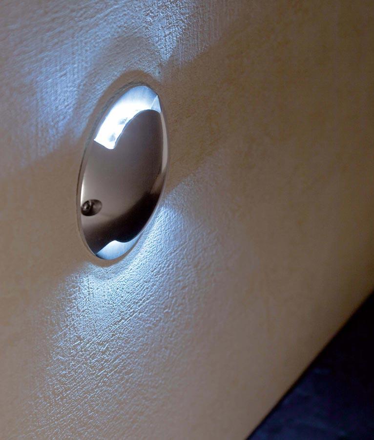 Lámpara exterior KEENAN LED níquel mate detalle
