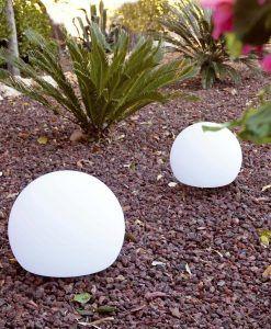 Lámpara portátil pequeña blanca BALDA ambiente