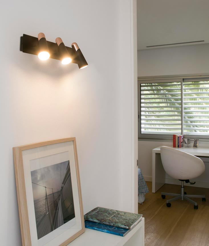 Aplique minimalista con tres luces LAO LED ambiente