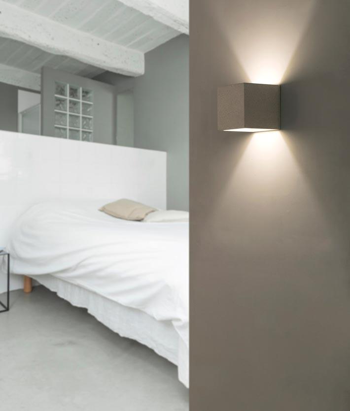 Aplique minimalista gris KAMEN ambiente