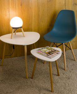 Lámpara de mesa original gris y madera MINE ambiente