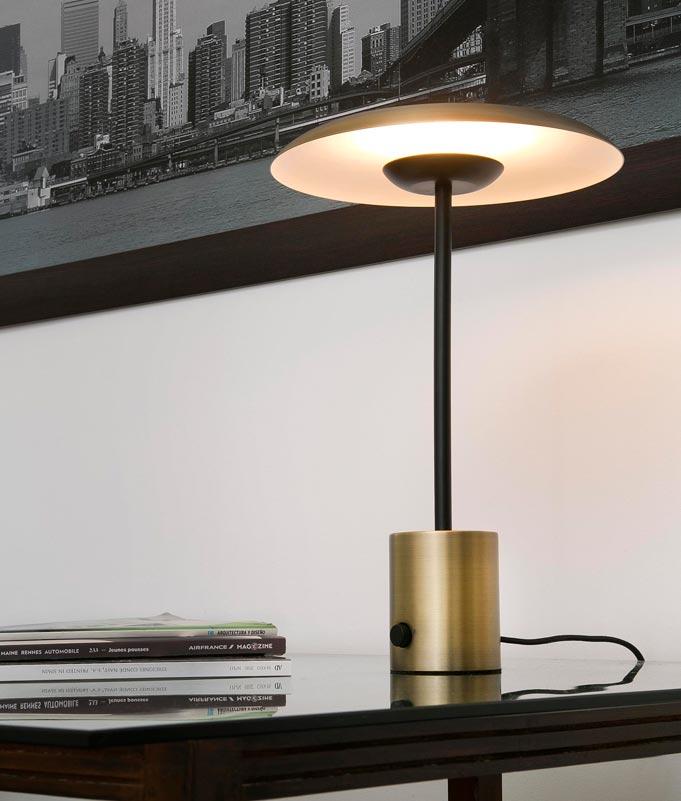 Lámpara de mesa oro satinado y negra HOSHI LED ambiente