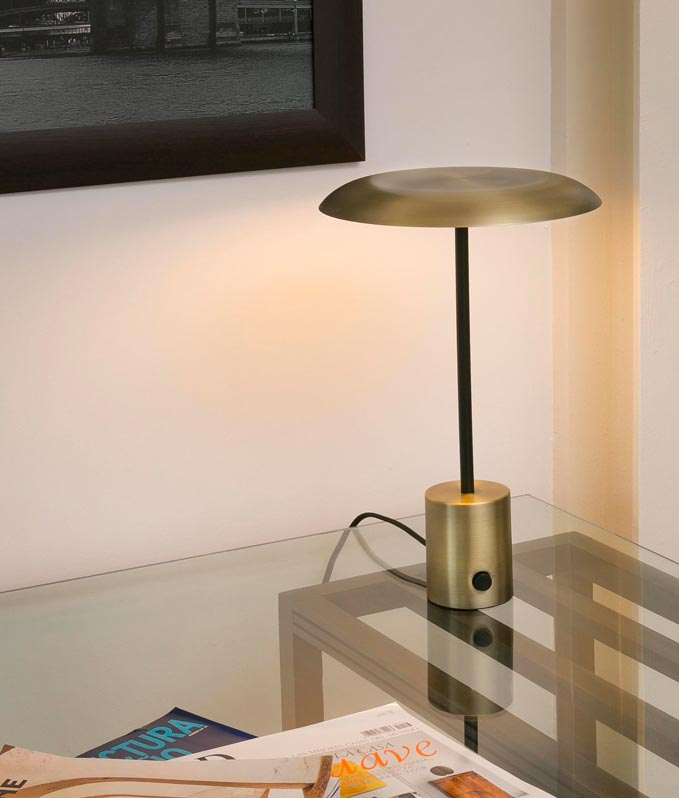 Lámpara de mesa oro satinado y negra HOSHI LED ambiente 2