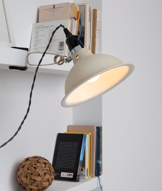 Lámpara pinza beige PEPPER ambiente