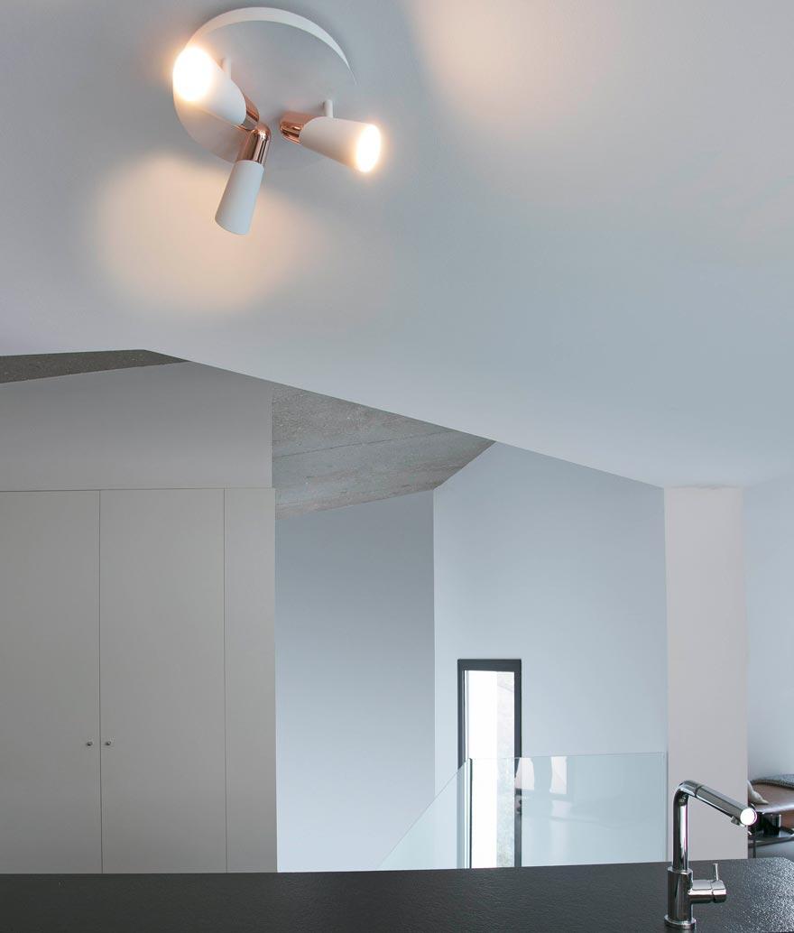Plafón minimalista blanco y cobre LAO LED ambiente