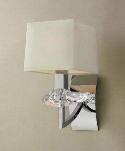 Aplique sofisticado crema AKIRA detalle
