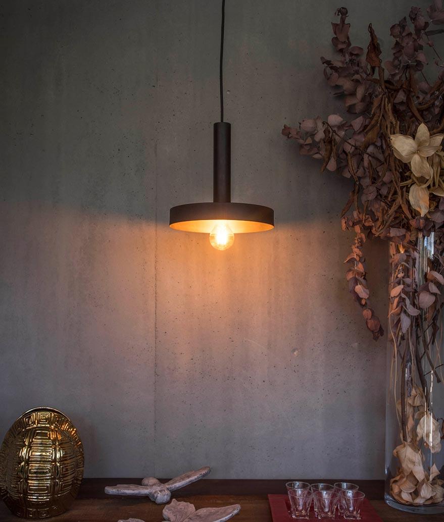 Lámpara de techo negra y oro satinado WHIZZ ambiente