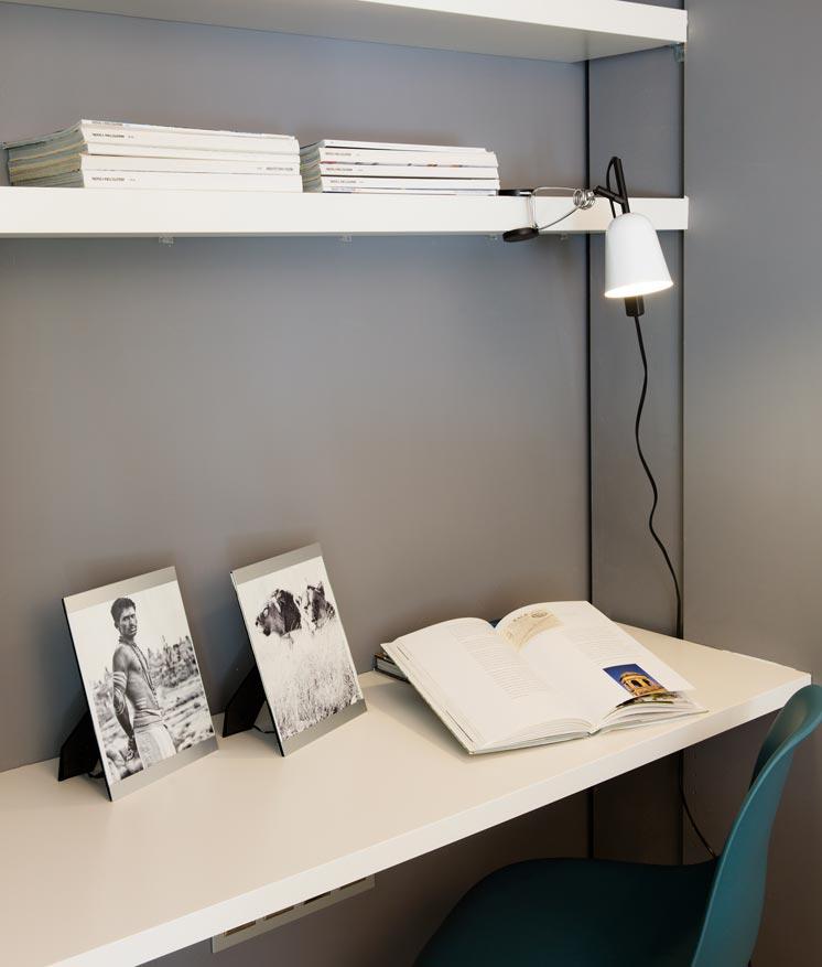 Lámpara flexo soporte pinza blanco STUDIO ambiente