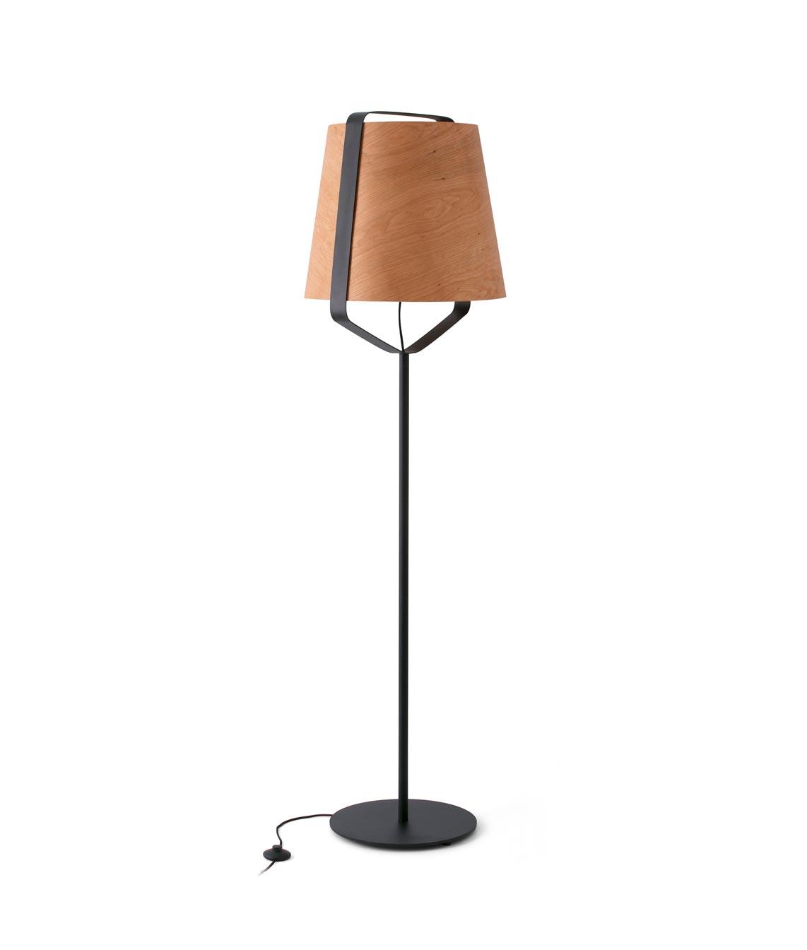 Lámpara pie de salón madera y negro STOOD