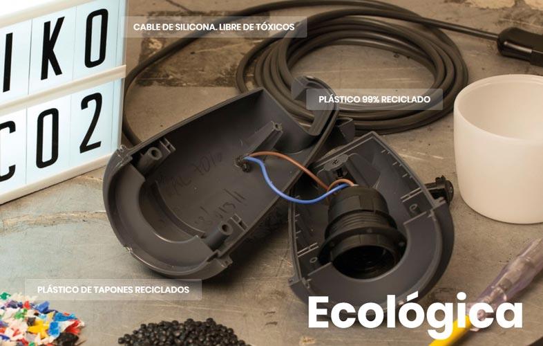 Materiales reciclados y libres de tóxicos componen la lámpara solidaria Hook