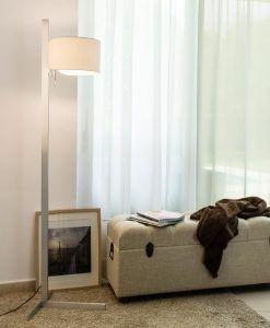 Pie de salón color aluminio y blanco STAND UP ambiente