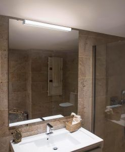 Aplique para iluminar el baño EDGE LED