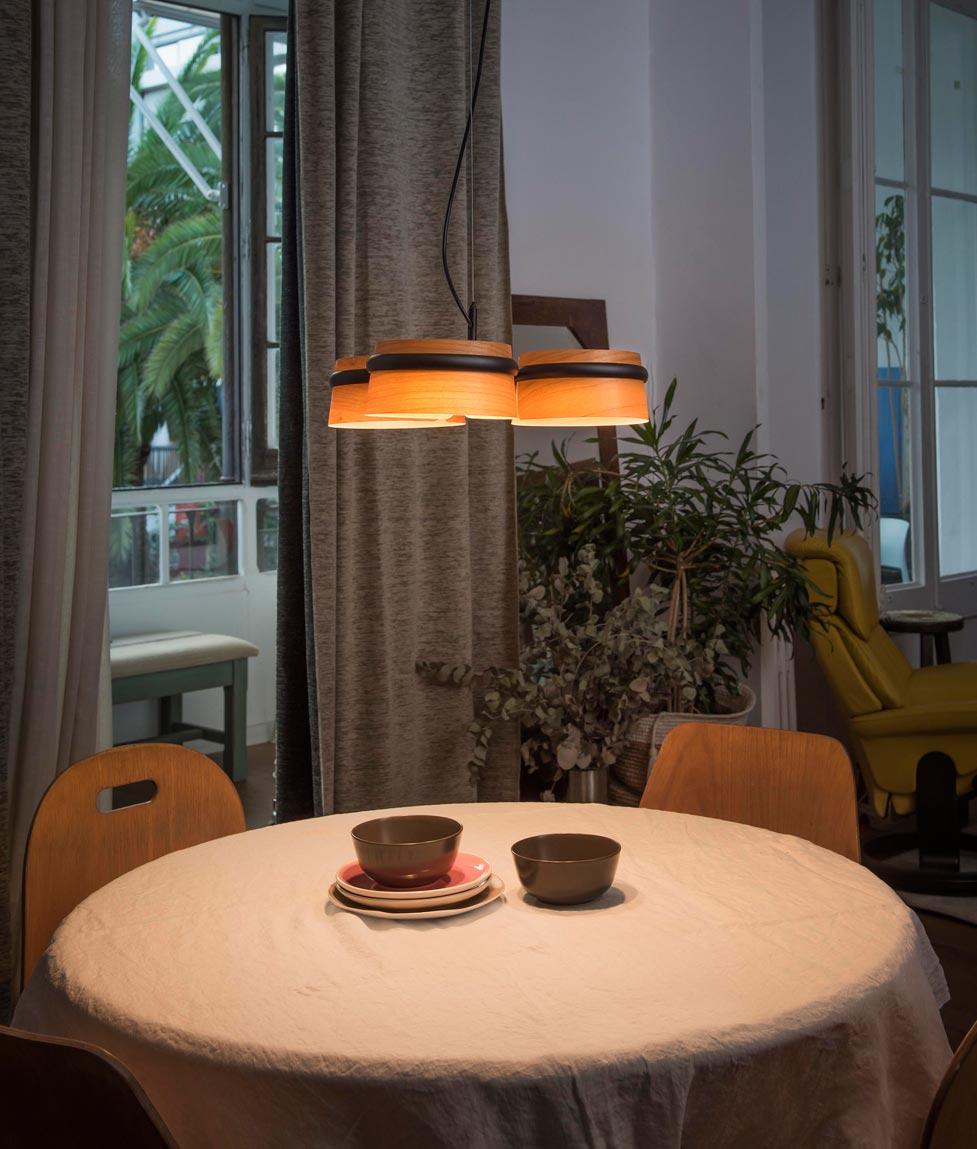 L mpara 3 luces negra y madera loop led la casa de la - Casa de las lamparas ...