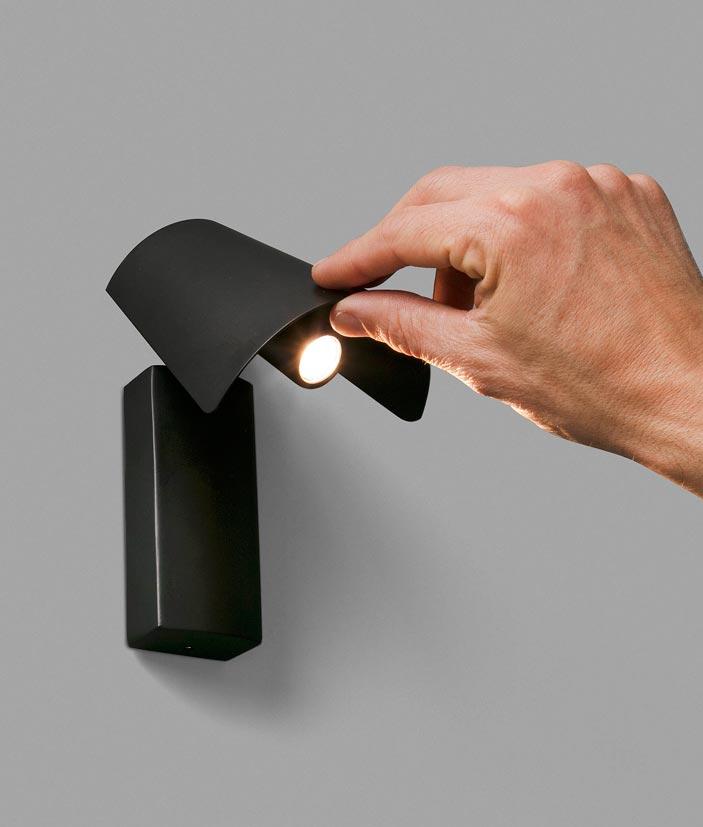 Lámpara aplique atemporal negro LE PETIT LED detalle