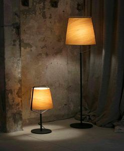 Lámpara pie de salón madera y negro STOOD nuevo ambiente 2