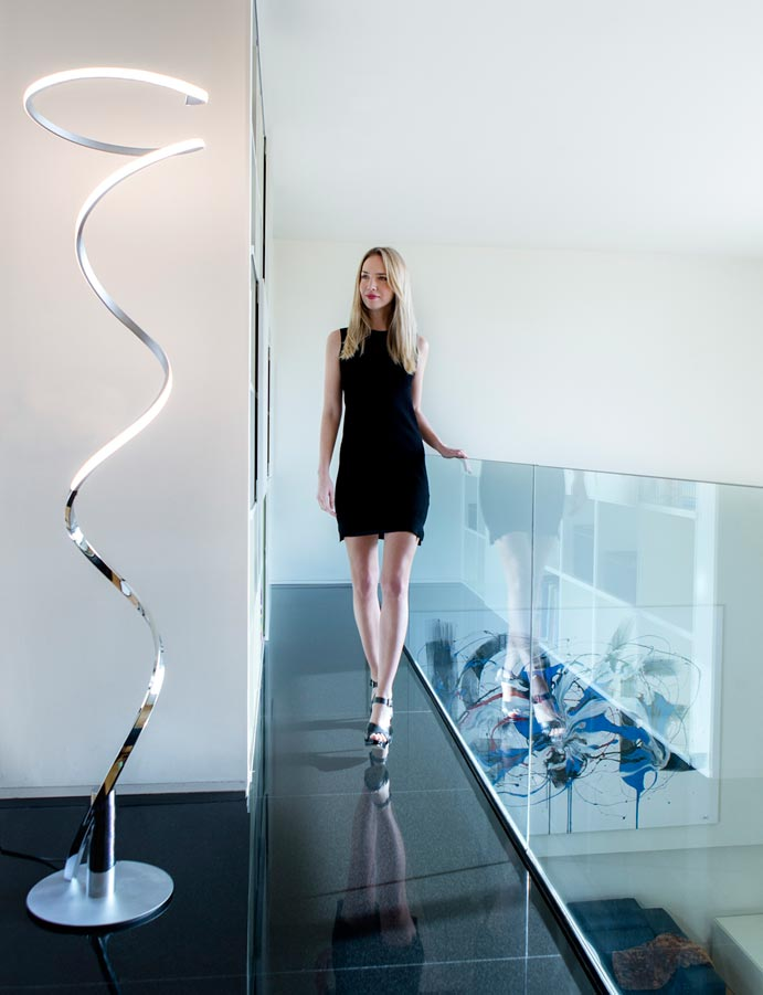 L mpara de pie minimalista plata cromo helix led - Lamparas de pie minimalistas ...
