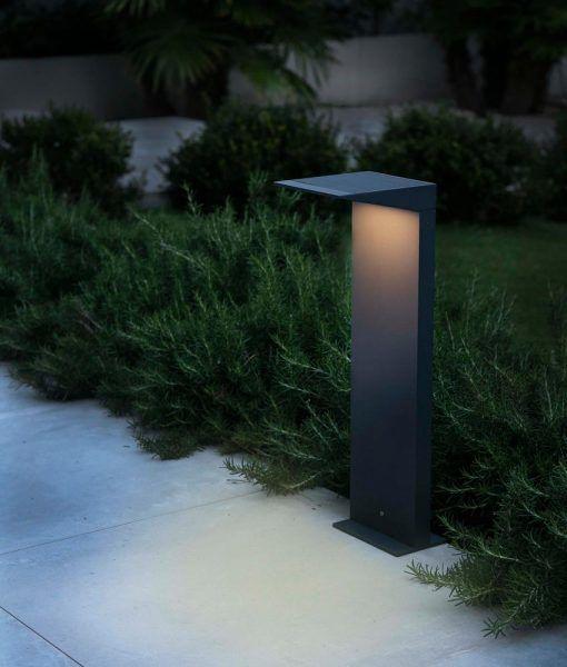 Baliza carga solar gris oscuro 50 cm altura SOLEIL LED ambiente