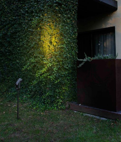 Estaca negra de 69 cm de altura SLOT-4 LED ambiente