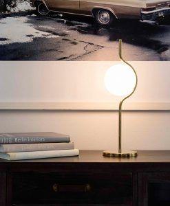 Lámpara de mesa acabado oro LE VITA ambiente 3