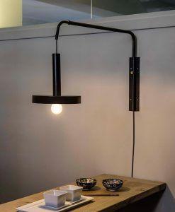 Lámpara extensible negro y oro satinado WHIZZ ambiente