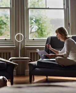 Lámpara de mesa LED cromo OLIMPIA ambiente